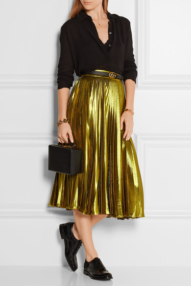 ways to wear gold,gold for party,fashion tips