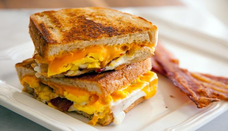 हेल्दी ब्रेकफास्ट ग्रिल्ड चीज अंडा सैंडविच के साथ करें दिन की शुरुआत #Recipe