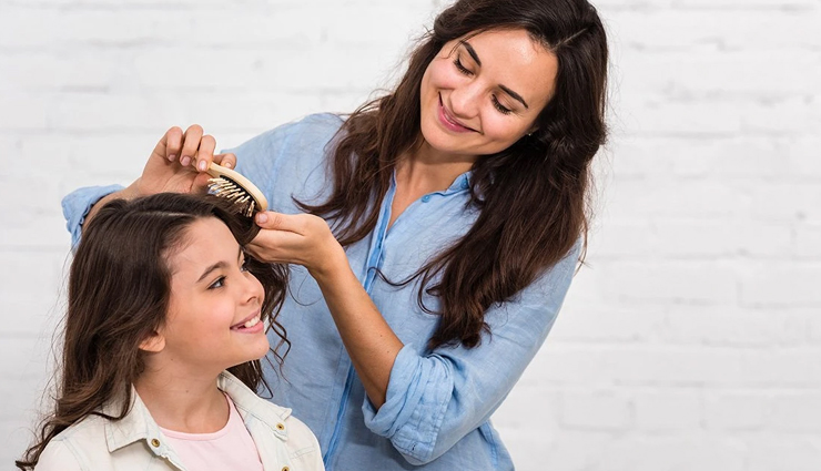 Some Tips You Can Follow To Treat Oily Scalp and Dry Hair