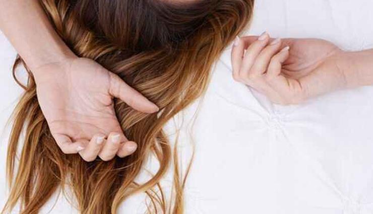 सोते वक्त नहीं टूटेंगे बाल अगर अपनाएंगे  ये हेयरस्टाइल