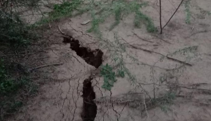 mysterious cracked land in haryana,mysterious cracked land in rewari,rewari news,news ,हरियाणा