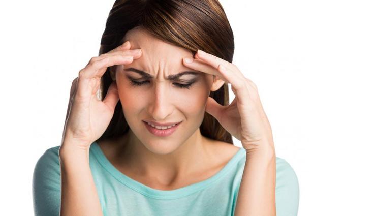सर्दियों के दिनों में सिरदर्द एक आम समस्या, इन उपायों की मदद से जल्द पाएँगे आराम