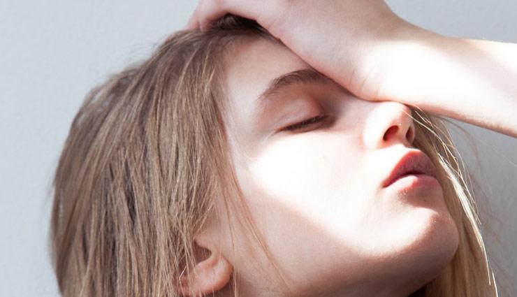 दर्द से फटा जा रहा है सिर, ये घरेलू नुस्खे मिनटों में दिलाएँगे राहत