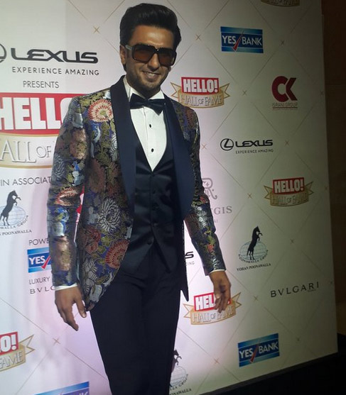 red carpet moments,hello hall of fame awards 2018,Shah Rukh Khan,rekha,deepika padukone,rajkumar rao,entertainment news