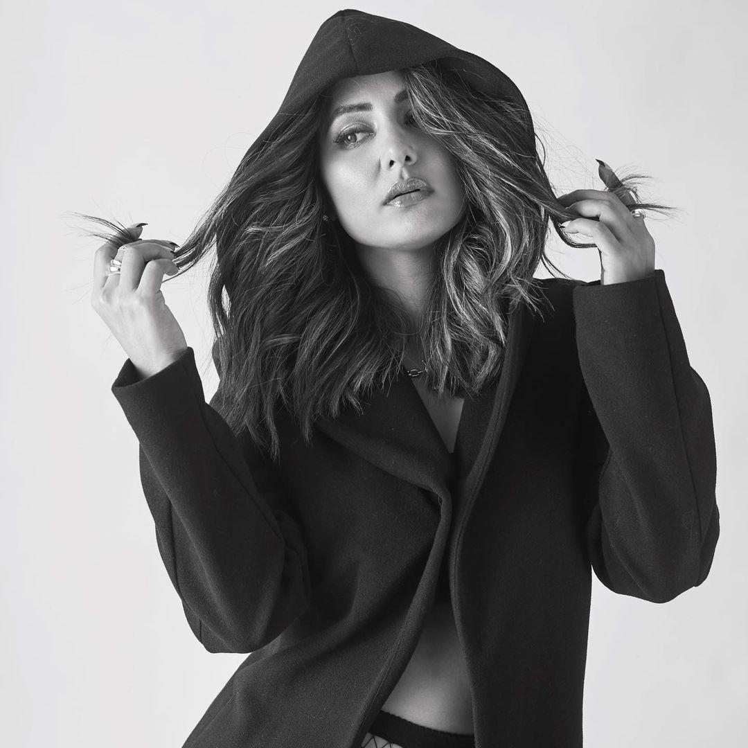 hina khan,hot hina khan,hina khan hot photos,hina khan in black dress,hina khan sexy photos viral,hina khan news,entertainment,bollywood news ,हिना खान
