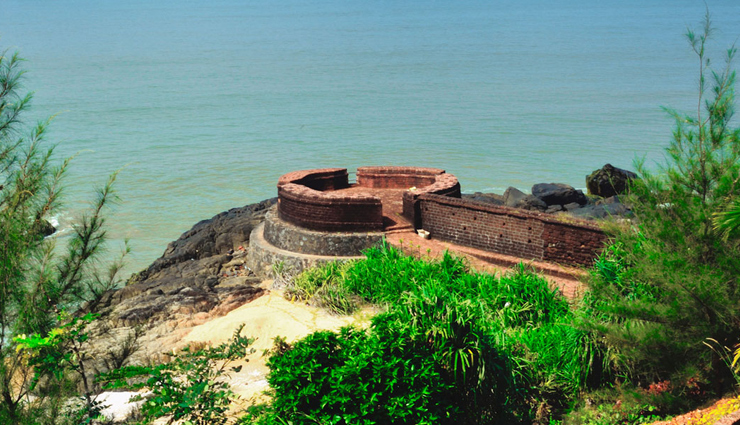 historical places in kerala,kerala,monuments in kerala,jewish synagogue,dutch palace,fort kochi,st francis church,thalassery fort