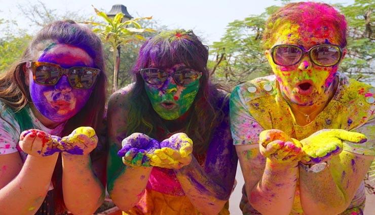 Holi Special : इस तरह घर पर ही बनाए होली खेलने के लिए प्राकृतिक रंग