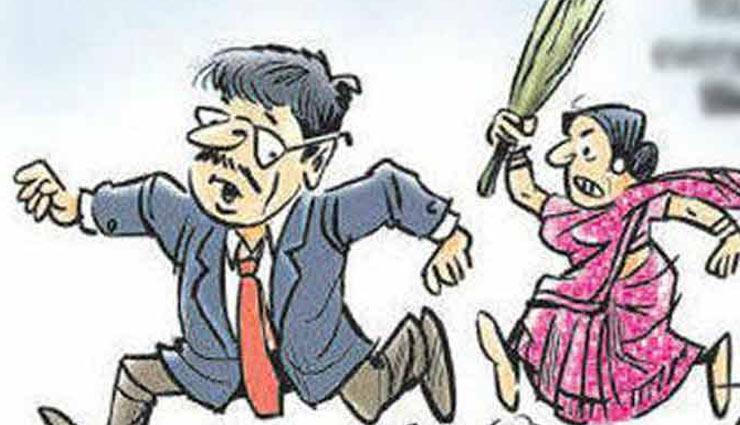 करवा चौथ पर सोने की नथ न लाना भारी पड़ा पति को, पत्नी ने बरसाएं डंडे