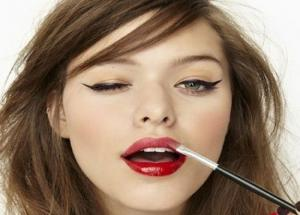 Shaping your lips with these makeup tips
