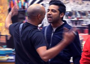 Bigg Boss 11- Puneesh Gets Violent With Akash, Throws Food and Slipper