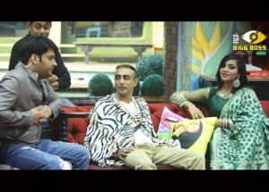 Bigg Boss 11- Arshi Khan Took Revenge With Hina Khan in Front of Kapil Sharma