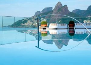 5 Breathtaking Rooftop Pools in the World