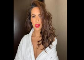 PICS- Bollywood bombshell Esha Gupta slays in a vintage swimsuit-Photo Gallery