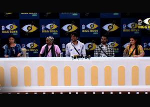 "Bigg Boss 11- Hina Khan Replies Back To Being Called ""Mohalle ki Aunty"""