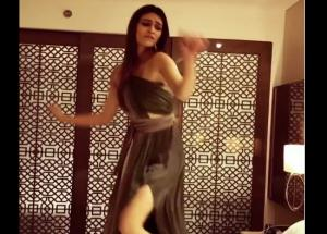 Video : Kriti Sanon Palang Tod Dance