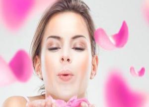किस करते समय फटे होंठ ना कर दे मजा किरकिरा #Beauty Tips