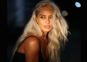 PICS Lisa Hayden Goes Super Hot For Top Model