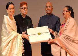 President Ram Nath Kovind felicitates Kangana and her team at a special screening of Manikarnika