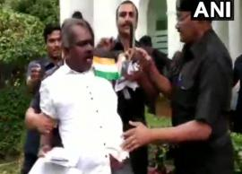 VIDEO- Mentally challenged man tries to enter Kerala House in Delhi with knief