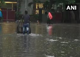 Heavy rains lash Mumbai; 2000 passengers stranded onboard Mahalaxmi Express