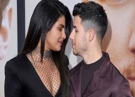 VIDEO- Priyanka Chopra celebrates Christmas with Nick Jonas, decorates 'Ninja' cookies