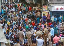 Coronavirus Update- Migrant workers protest in Surat, Police Persuade Them To Vacate Area