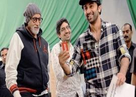 Ranbir Kapoor and Amitabh Bachchan's candid picture from the sets of Brahmastra is taking the internet by storm