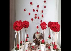 Valentines Special- 5 Ways To Decorate House With Rose Petals-Photo Gallery
