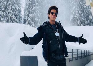 VIDEO- SRK Reaches 33 Million on Twitter