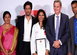 VIDEO- SRK Awarded a Young Lady With Scholarship Worth Rs 95 Lakhs