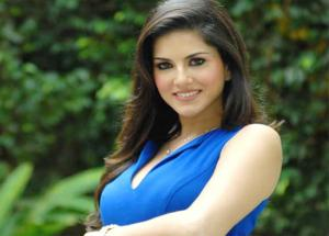 Sunny Leone Seen Having Fun Riverside