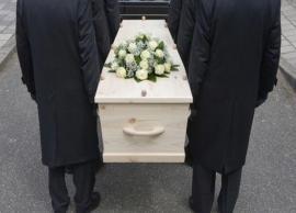 अंतिम संस्कार की ये परम्पराएं रूह कंपा देने वाली, करती है सोचने पर मजबूर