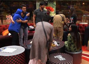 Bigg Boss 11- Vikas, Jyoti and Arshi Spoils Diwali With Their Prank