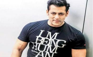 Bollywood Stars who are villain in real life