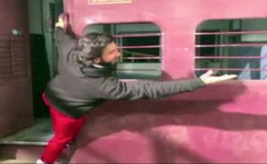 Ranveer Way of Dilwale Dulhania Le Jayenge Train Scene