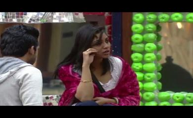 Bigg Boss 11- Reason Why Arshi Khan Wears Nighty
