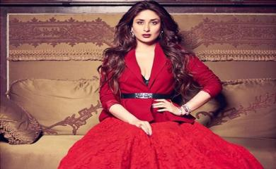 5 Bollywood Beauties Covered in Color of Love-Red