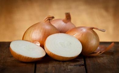3 Home-Made Onion Face Packs For Glowing Skin