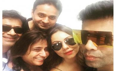 Look How Gauri Is Partying Without SRK