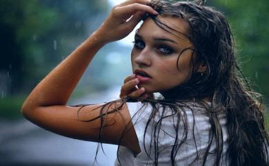 Hate Greasy Hair During Monsoon? Try These Simple NO Ingredient