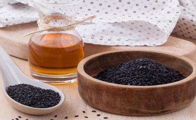 4 Amazing Benefits of Kalonji Oil For Skin and Hair