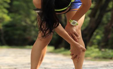 इन घरेलू उपायों को अपनाकर आप भी पा सकतें है घुटनों के दर्द से आराम