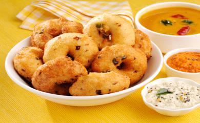 Try Medu Vada For Diwali Snacks