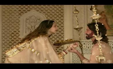 Deepika and Shahid Nailed The Royal Chemistry in Ek Dil