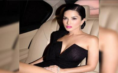 PICS Sunny Leone in Black Gown Turned Everyone's Head up