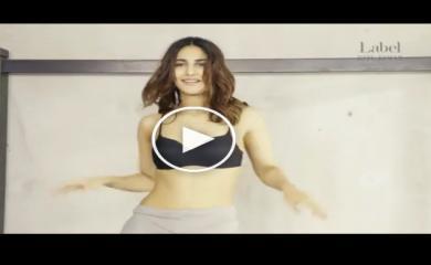 VIDEO Vaani Kapoor Striping Off Her Cloths in Palang Tod