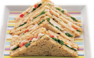 VIDEO - झटपट बनाये 'वेज मेयोनीस सैंडविच'