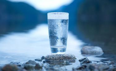जीवन को सम्पन्नता और प्यार से भर सकते है पानी से जुड़े ये उपाय, करने से मिलेगा फायदा