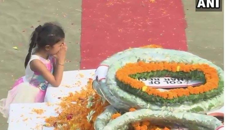 शहीद दीपक नैनवाल का शव घर पहुंचा, बेटी ने दी श्रद्धांजलि