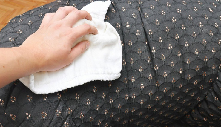 5 Tips to Remove Mildew From Fabrics